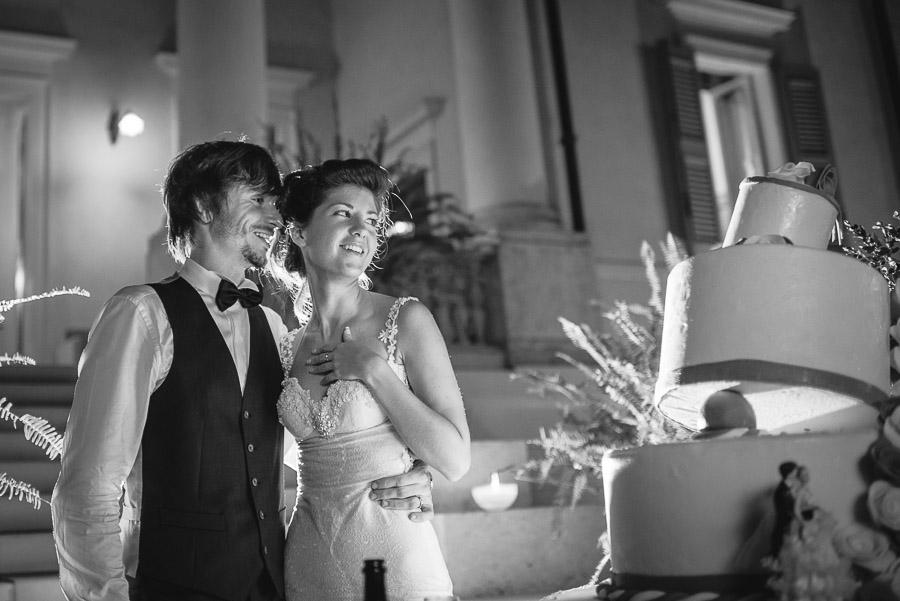 sposi e torta matrimonio