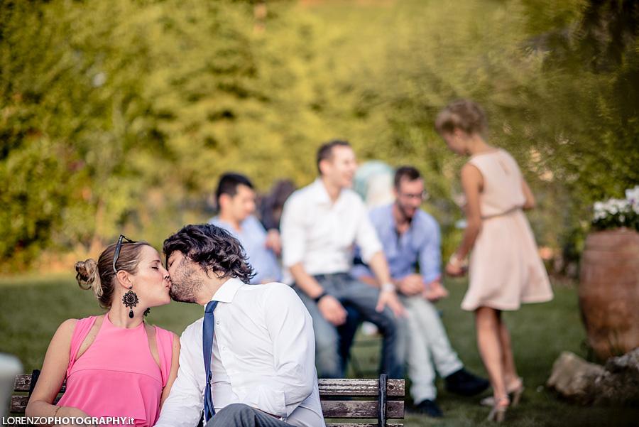 guest kiss wedding
